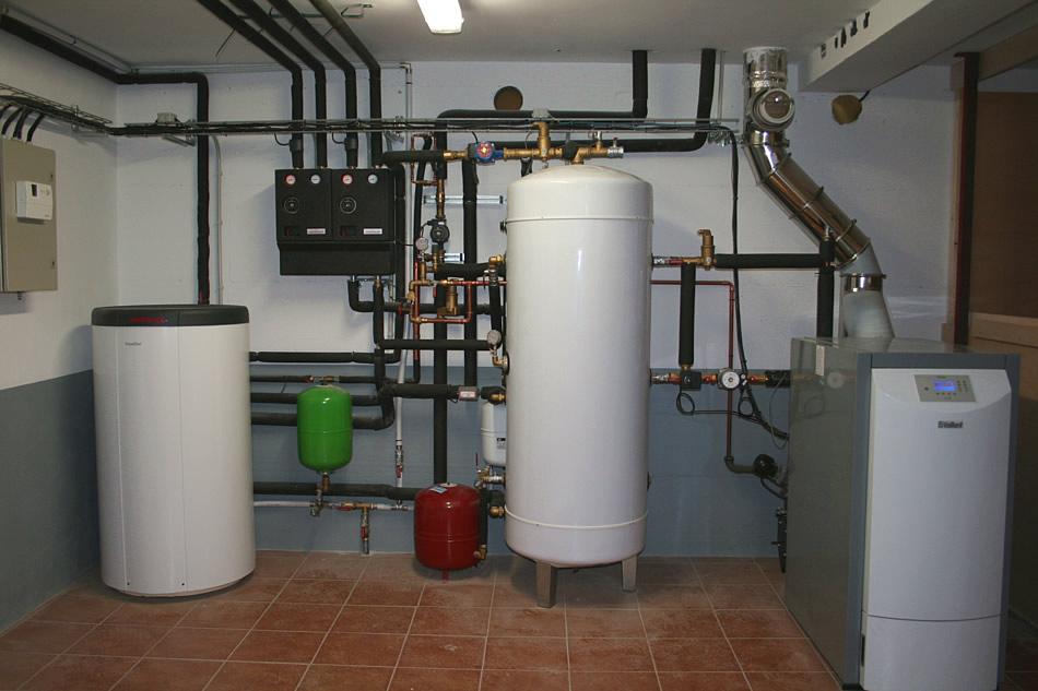 Calefacció  Reparació de tot tipus de calderes, escalfadors, termos i bombes de calor.  Especialistes en reparació i instal·lació de calderes: Gas - Gas oil - Elèctriques - Mixtes -, etc.  Tècnics experts en tot tipus de calefacció de gas, gasoil, elèctrica, solar, central.  Som instal·ladors autoritzats. Realitzem la revisió de la instal·lació de calefacció perquè estiguis confortable amb la seguretat més gran.  Tenim especialistes en totes les marques de calderes.  Podem realitzar el manteniment de la caldera.  Tot tipus d'avaries.