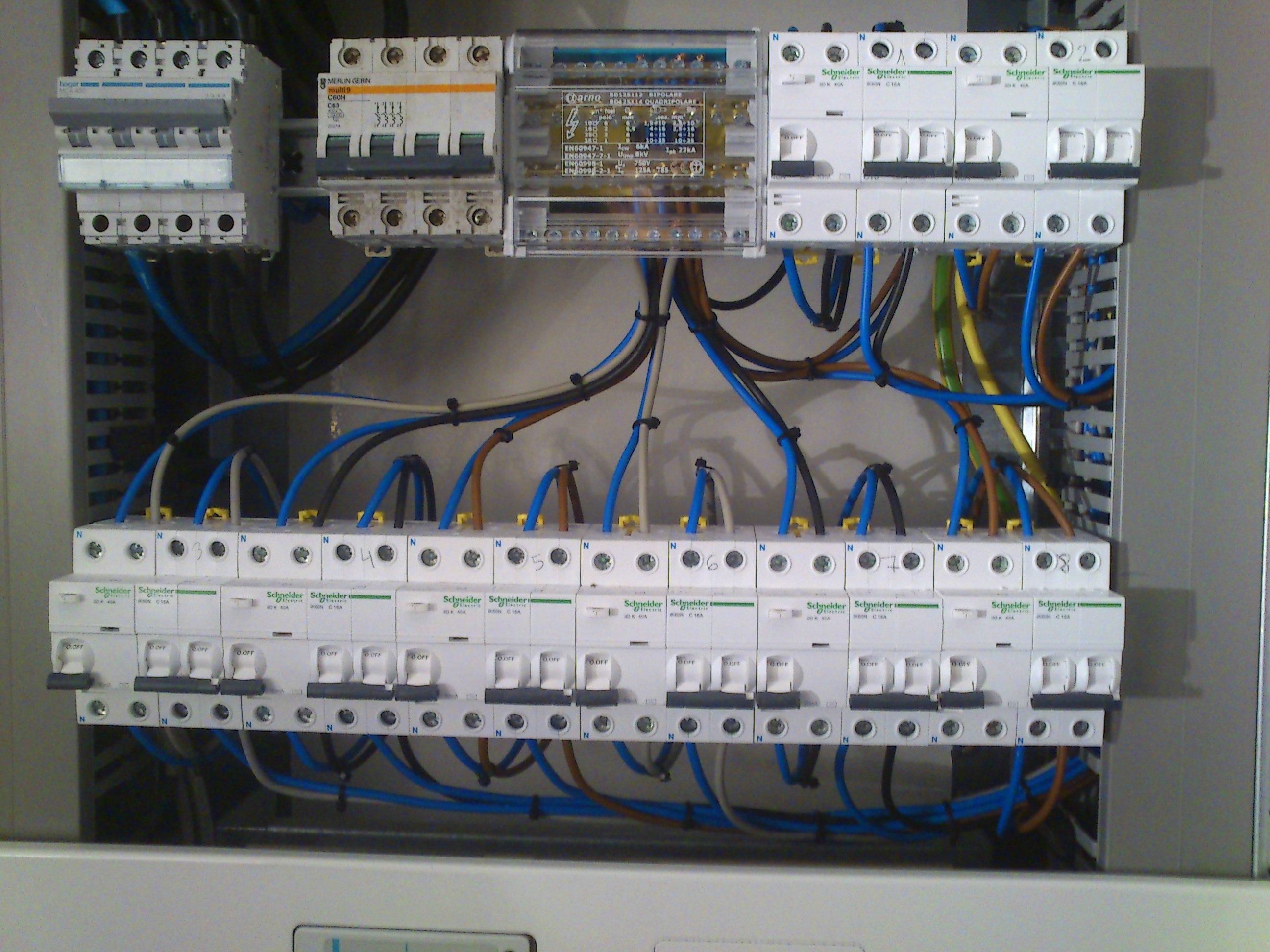 A Elèctrica Antonio reparació electrodomèstics Andorra 24 hores som especialistes en electricitat, aigua, refrigeració i climatització, líquids, gasos, energies renovables, il·luminació exterior, il·luminació exterior i contractes de manteniment amb garantia de servei 24 hores.