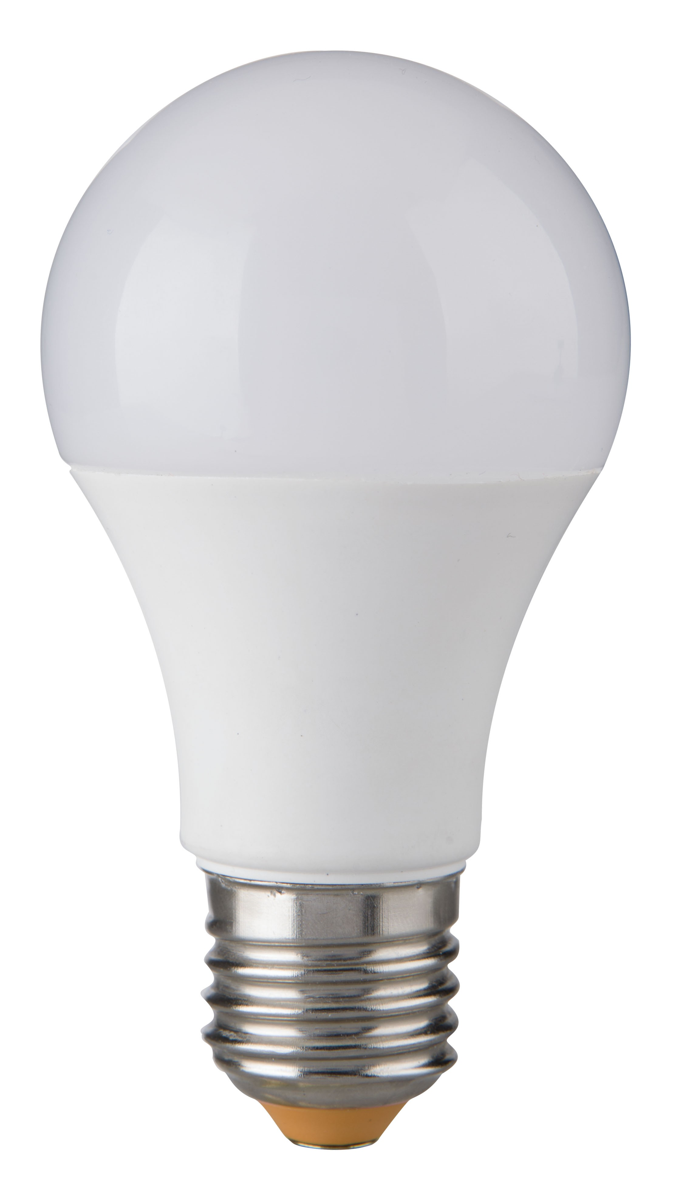 BOMBILLAS LED Cuando uno se plantea ahorrar en la factura de la luz, además de realizar un consumo responsable, disponer de productos eficientes es parte importante de la ecuación. Si nos referimos a bombillas, las clásicas de bajo consumo de tipo fluorescentes compactas tienen dura competencia en las bombillas LED. Cuando acudimos a comprar una bombilla LED y tenemos que escoger un modelo adecuado es habitual que nos surjan dudas al ver su precio. Hay modelos con una gran diferencia de precio y características que debemos tener en cuenta para acertar al comprar una bombilla LED. En Xataka hemos elaborado una guía de compras con los motivos por los que escoger la tecnología LED para nuestras bombillas, así como consejos y puntos clave a la hora de decidir qué bombilla LED comprar. Por qué elegir una bombilla LED Dentro del mercado de la iluminación, los tipos de lámparas que gozan actualmente de mejor fama son las bombillas LED. Son modelos considerados de bajo consumo pero que basan su funcionamiento en la inclusión de diodos emisores de luz en vez de ser fluorescentes compactos como las actuales.