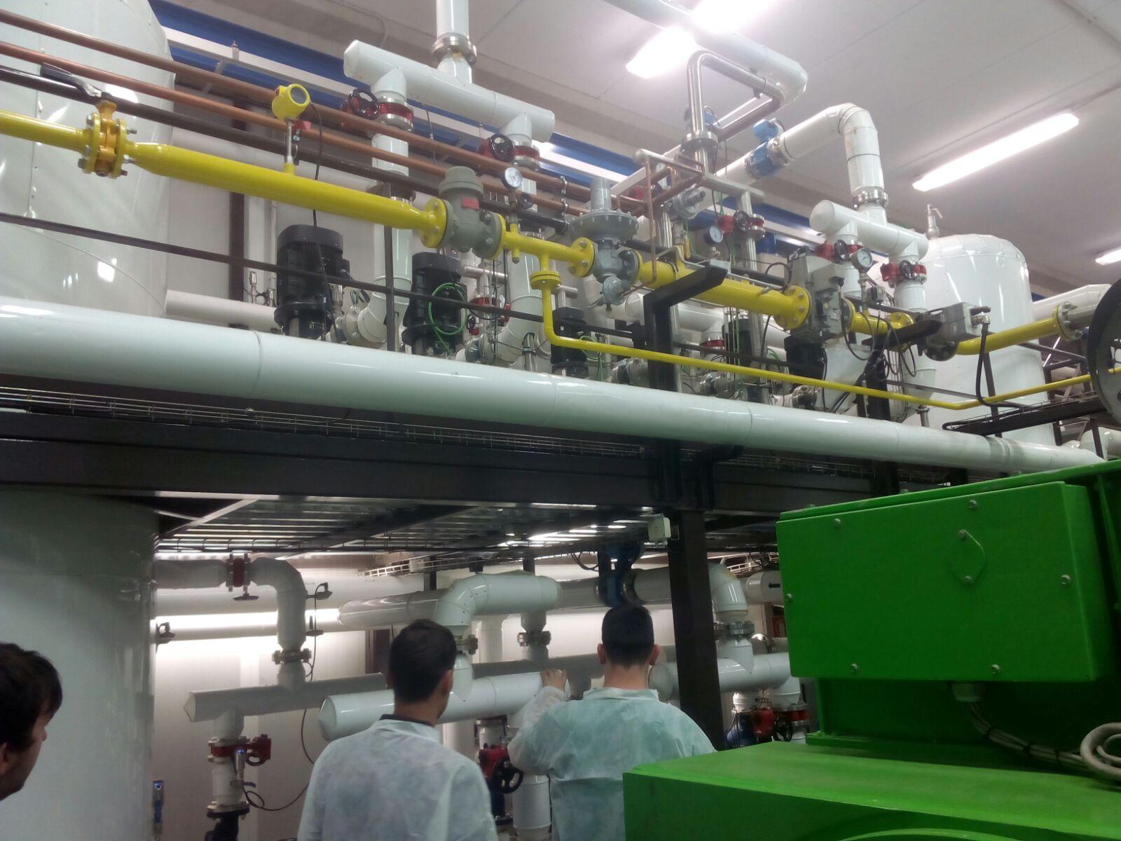 FRED INDUSTRIAL projectem, realitzem i mantenim les seves instal·lacions de fred industrial, comercial i l'associat a les instal·lacions d'hostaleria. Servei 24 hores x dia. Subministrament i instal·lació d'equips frigorífics d'hostaleria, mobles i armaris refrigerats estàndard i fabricació pròpia a mida, màquines de gel, abatedors de temperatura. Cambres de panells i maquinaria refrigeració per cuines industrials, estudi tècnic de necessitats i elaboració del projecte.