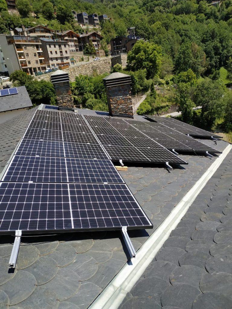 Especialistes en energia solar fotovoltaica És hora de canviar a les fonts d'energia renovable, concretament a la que ofereixen els panells solars.