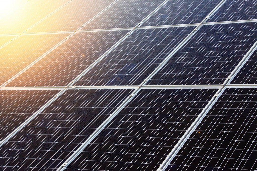 Empresa instal·ladora de panells solars Efhys Andorra treballa de manera exclusiva amb plaques fotovoltaiques, garantint així tenir una gran experiència i obtenint un millor preu en els kits fotovoltaics.