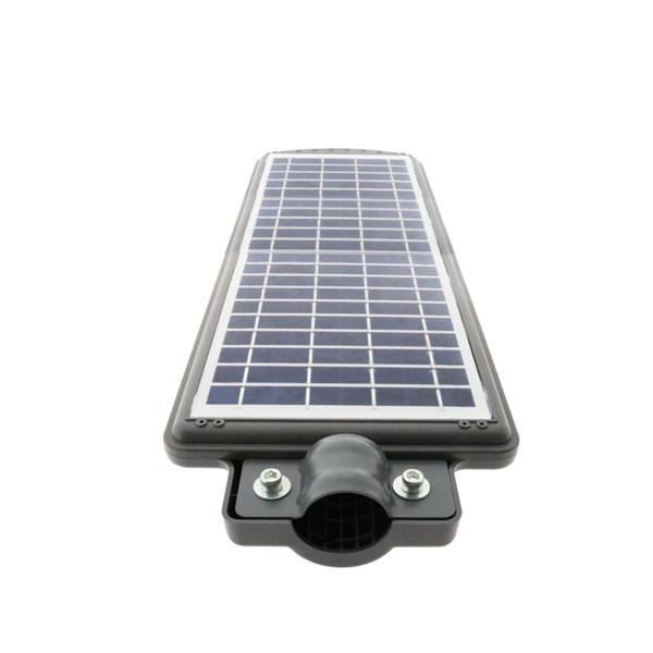 Su funcionamiento es automático gracias a su sensor óptico crepuscular que se activa al anochecer. Funcionamiento: La luz se enciende automáticamente al anochecer con luminosidad reducida del 20% hasta por la mañana. El sensor integrado activa la luz con máxima intensidad durante 30 segundos si detecta una presencia en un espacio de 7-8 metros hasta cuando deja de detectar movimientos. Atención: el báculo no se incluye en el precio. Altura instalación recomendada:3-4 metros. Incorpora un botón en la parte frontal para el pagado permanente o bien para activar su funcionamiento a traves del sensor. La farola está disponible en blanco frío (6000°K). La temperatura de color indicada puede sufrir oscilaciones correspondientes a una tolerancia del 7%.